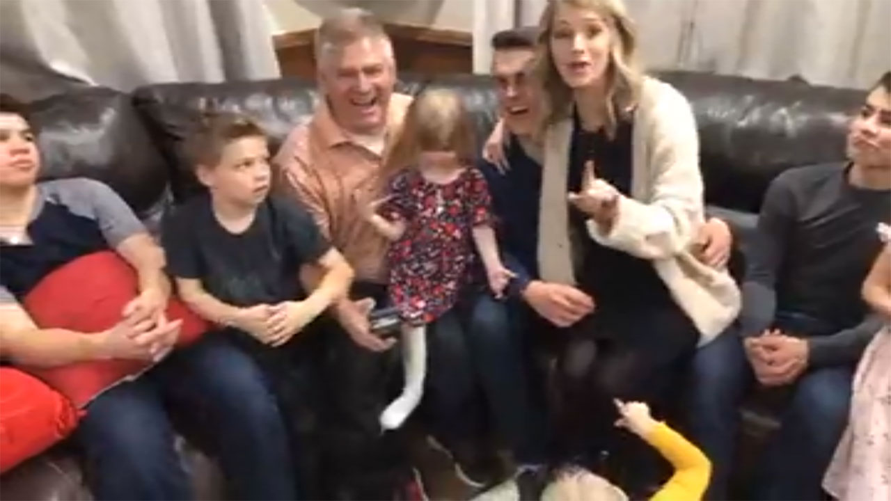 Bringing Up Bates - Bringing Up Bates – Bates Family Live – Episode 801