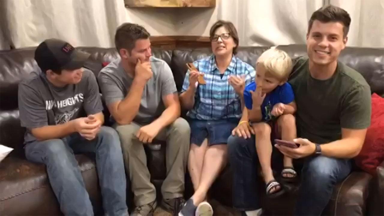 Bringing Up Bates - Bringing Up Bates – Bates Family Live – Episode 817
