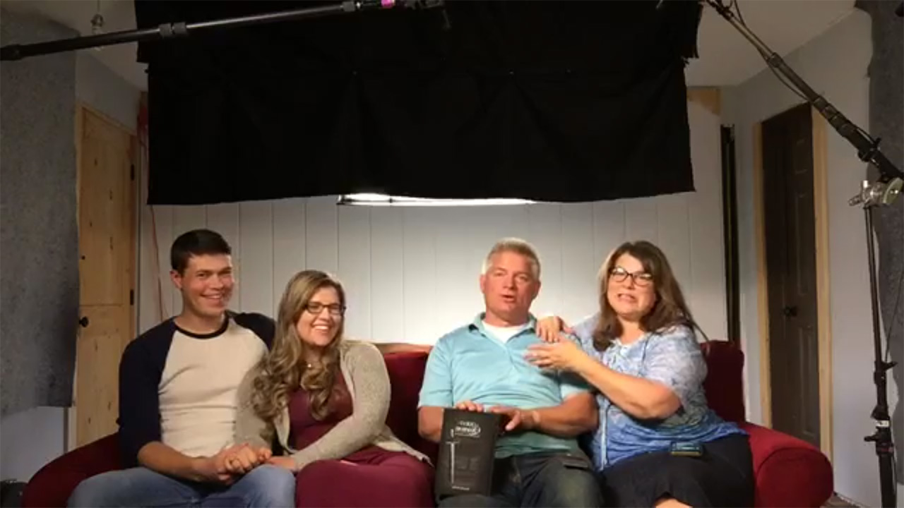 Bringing Up Bates - Bringing Up Bates – Bates Family Live – Episode 911