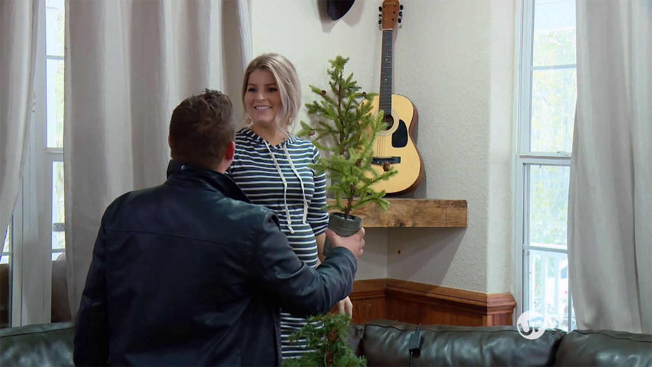Bringing Up Bates - Bringing Up Bates – Deck The Halls