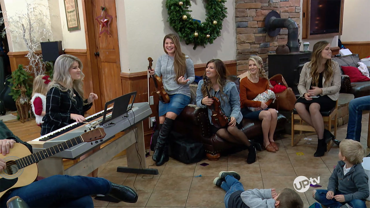 Bringing Up Bates - Bringing Up Bates – Christmas Carol Chaos