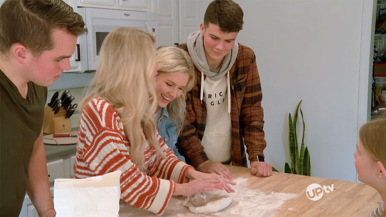 Bringing Up Bates - Bringing Up Bates – A Pizza Her Heart